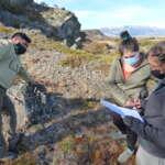Guardaparques y profesionales de Áreas Silvestres Protegidas en Magallanes se capacitan en monitoreo con cámaras trampa